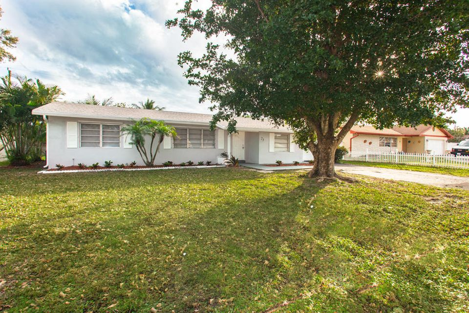 25 W Pine Tree Avenue , Lake Worth FL 33467 is listed for sale as MLS Listing RX-10245001 24 photos