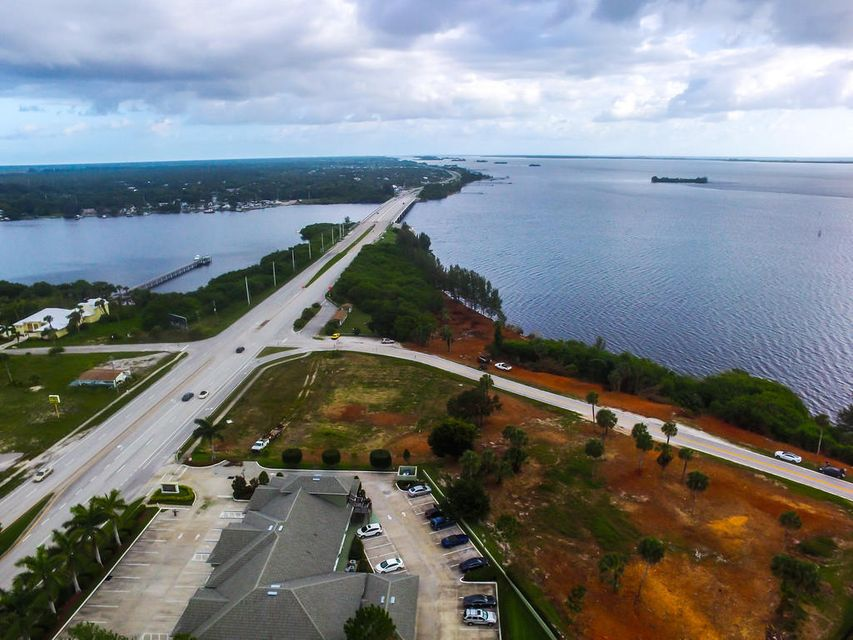 Additional photo for property listing at 14490 Us Highway 1 14490 Us Highway 1 Sebastian, Florida 32958 Estados Unidos