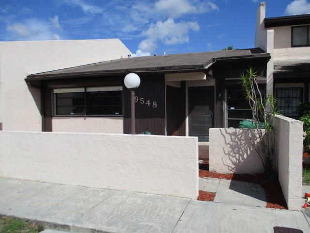 Home for sale in LAKES OF ACADIA UNIT 5, THE Miami Gardens Florida