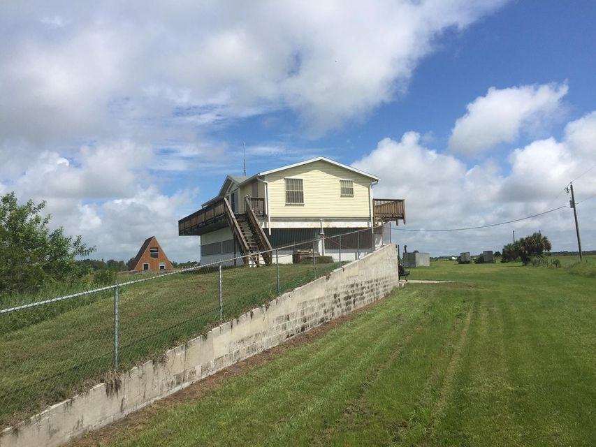 Additional photo for property listing at 6333 NE 120th Street 6333 NE 120th Street Okeechobee, Florida 34972 Estados Unidos
