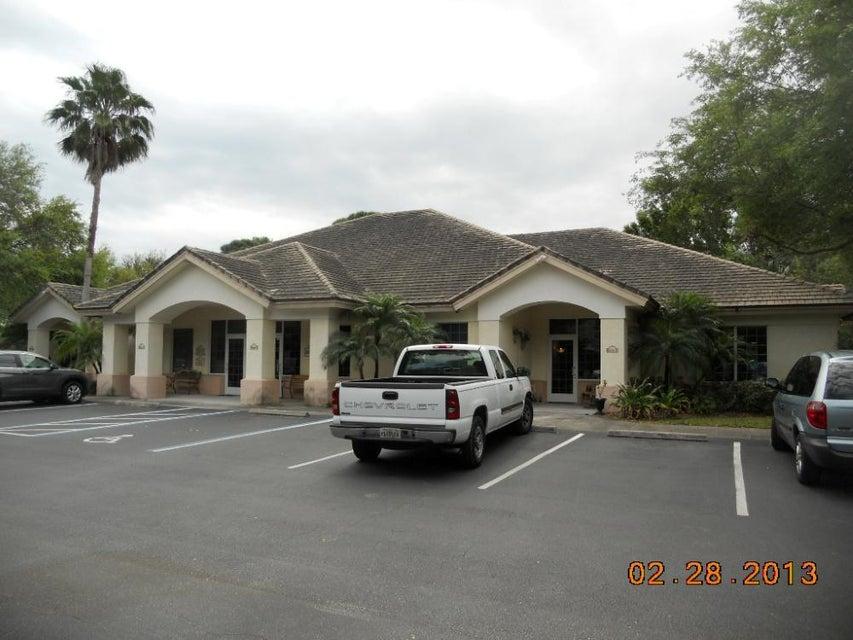 Comercial / Industrial por un Alquiler en 2401 Quincy Avenue 2401 Quincy Avenue Fort Pierce, Florida 34950 Estados Unidos