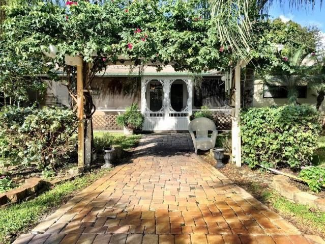 26 Springdale Road , Lake Worth FL 33467 is listed for sale as MLS Listing RX-10247104 33 photos