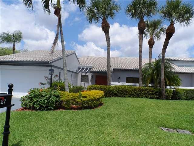 27 Cambridge Drive, Boynton Beach, FL 33436