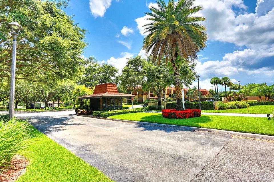 5390 Woodland Lakes Drive 206 Palm Beach Gardens
