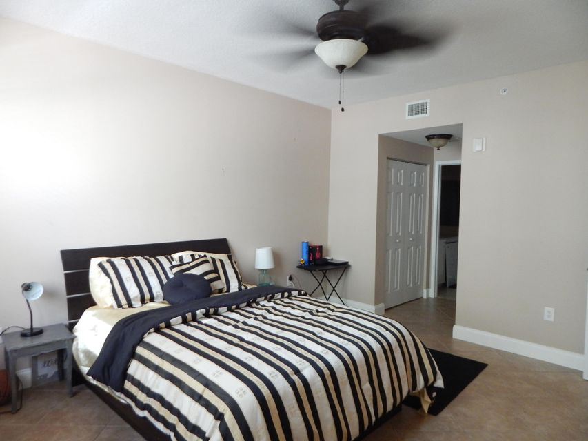 Additional photo for property listing at 806 E Windward Way  Lantana, Florida 33462 United States