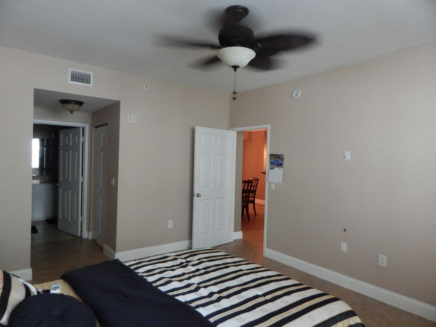 Additional photo for property listing at 806 E Windward Way 806 E Windward Way Lantana, Florida 33462 United States