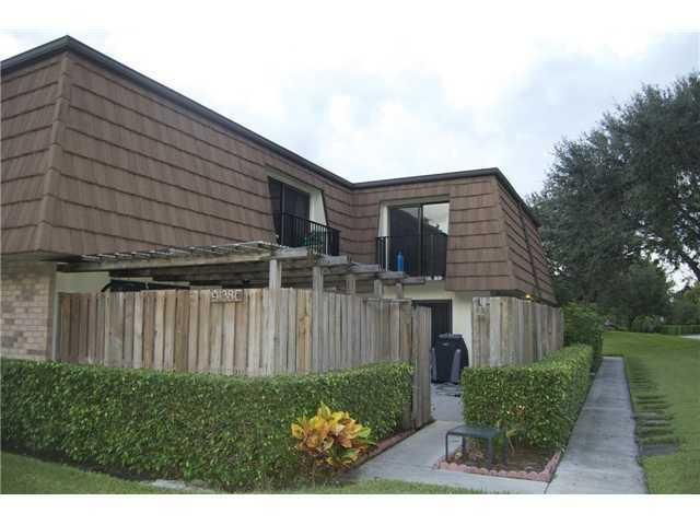 9138 SW 23rd Street C , Davie FL 33324 is listed for sale as MLS Listing RX-10248240 24 photos