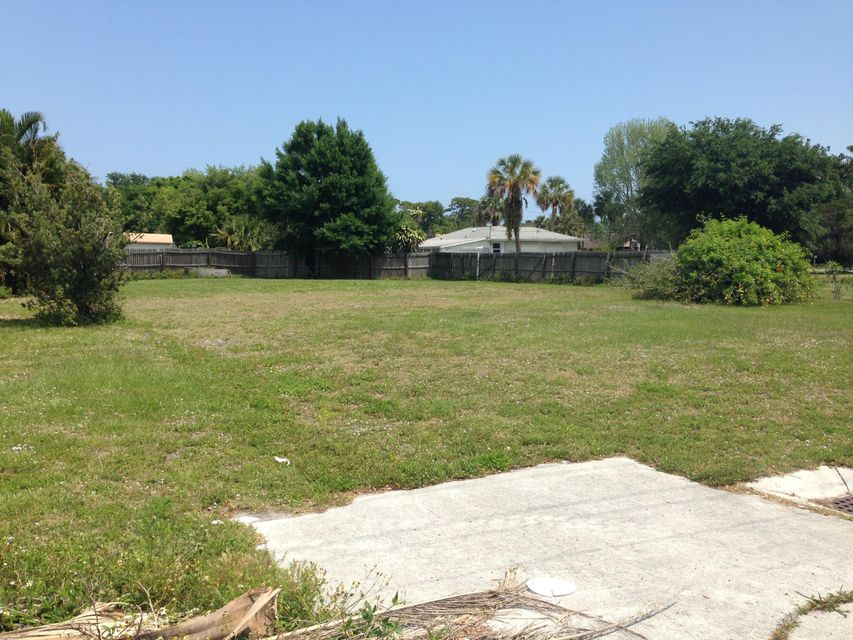 Additional photo for property listing at 2416 Saint Lucie Boulevard  Fort Pierce, Florida 34946 Vereinigte Staaten