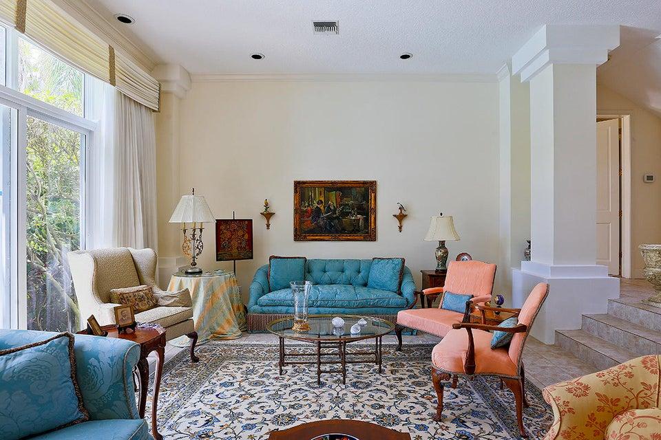 13 Living Room Detail
