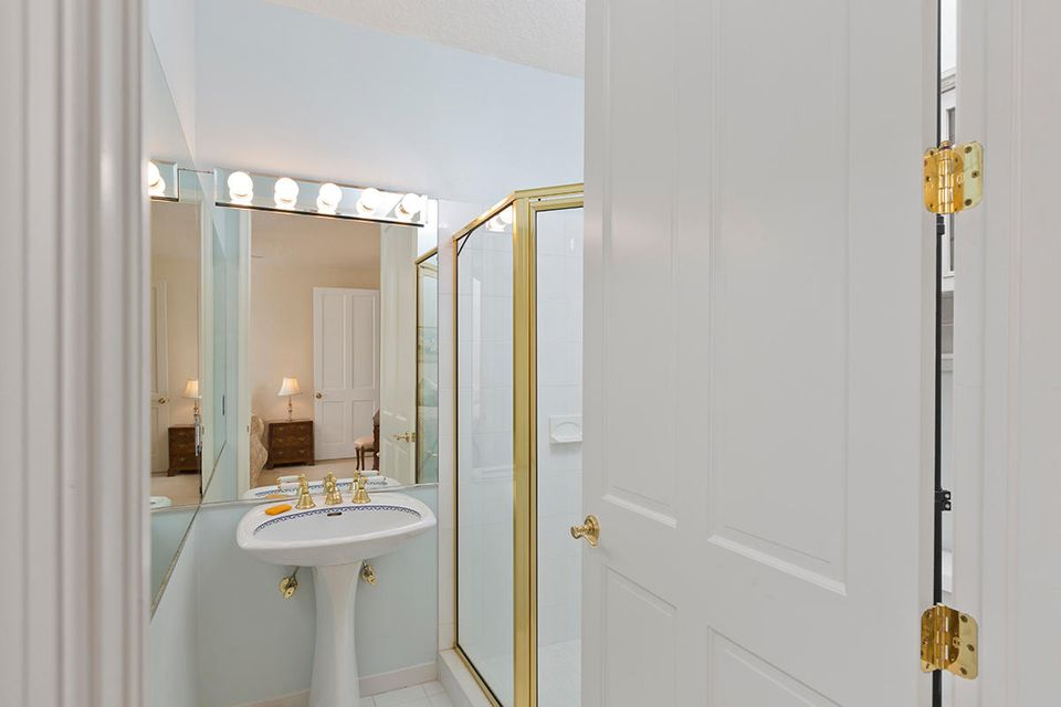 33 2nd Bathroom