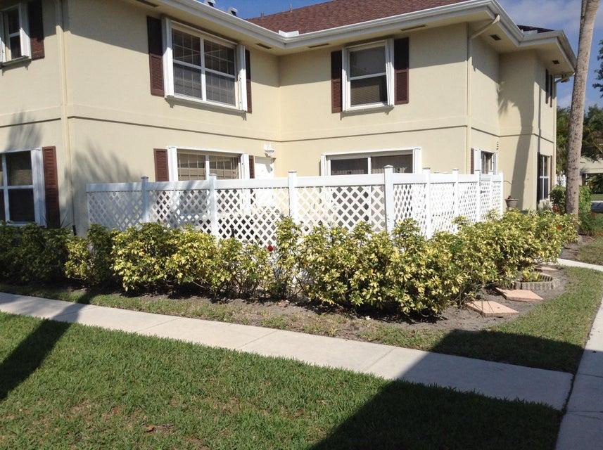 35 Danbury Court B  Royal Palm Beach, FL 33411