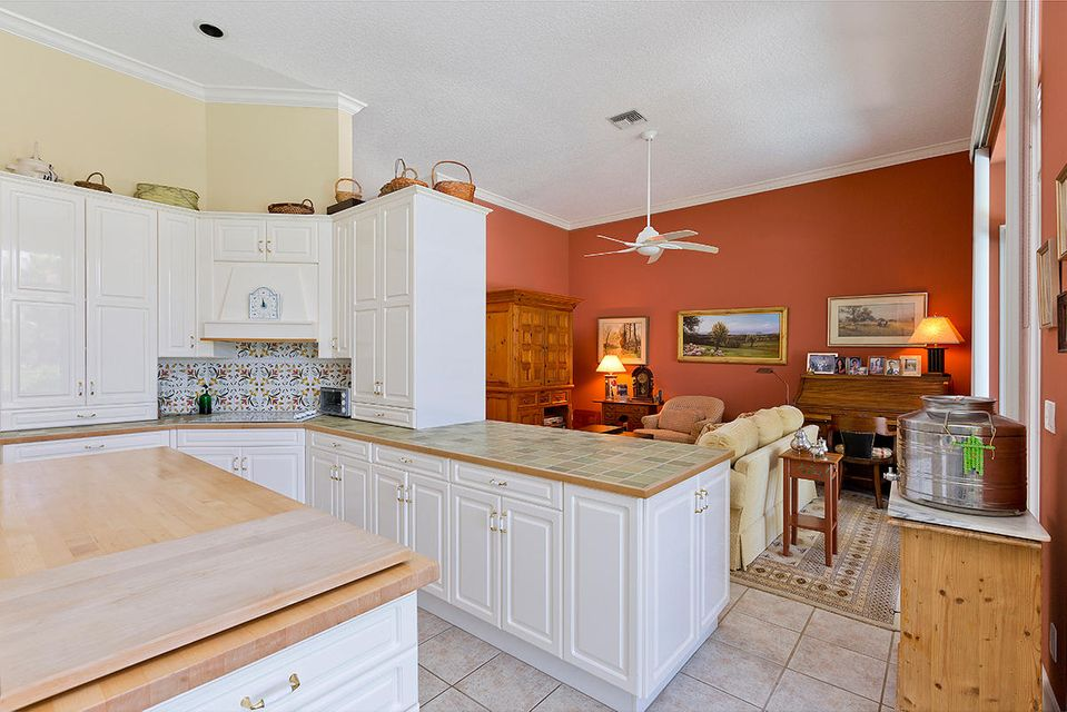 16 Kitchen Family Room