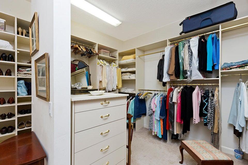 22 Master Closet