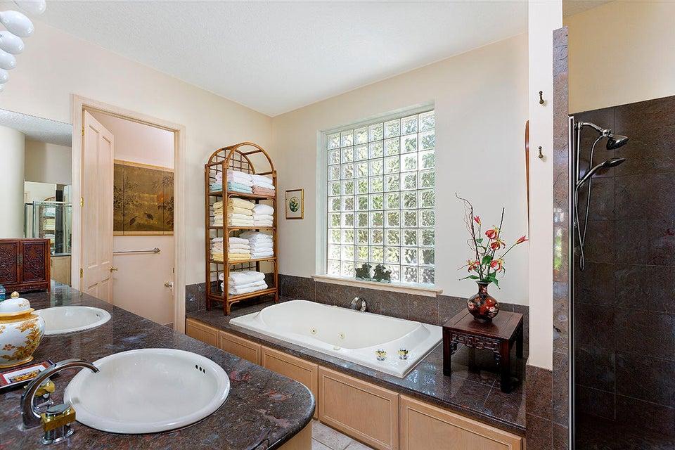 23 Master Bath