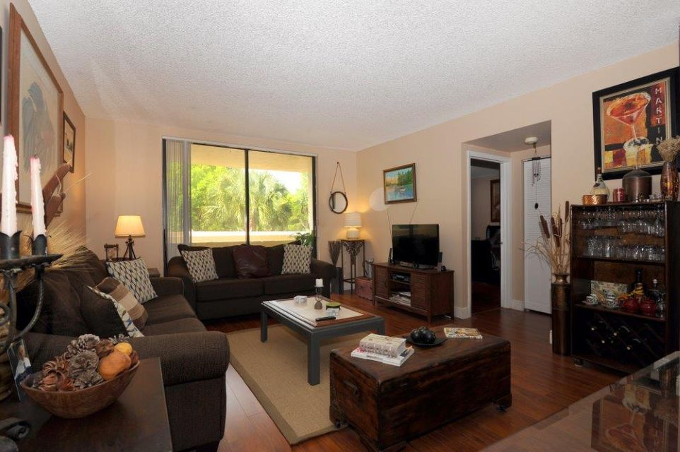 901 Hillcrest Drive 208 , Hollywood FL 33021 is listed for sale as MLS Listing RX-10252653 10 photos