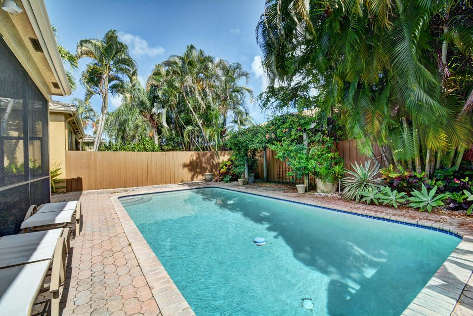 2392 Nw 67th Street
