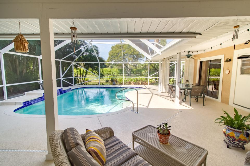 screen enclosed pool & lanai