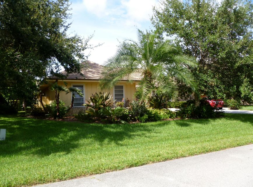 14 Carrick Road , Palm Beach Gardens FL 33418 is listed for sale as MLS Listing RX-10253717 27 photos