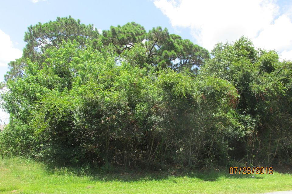 Additional photo for property listing at 2452 SE Gillette Avenue  Port St. Lucie, Florida 34952 Estados Unidos