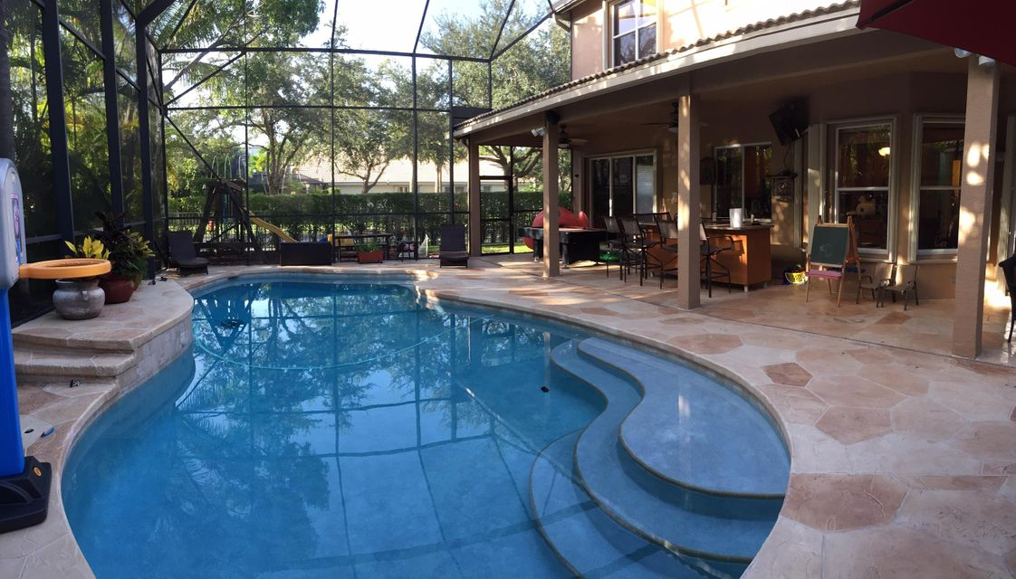 WET BAR AND POOL