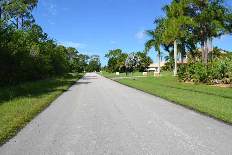 Additional photo for property listing at 8047 Spendthrift Lane 8047 Spendthrift Lane Port St. Lucie, Florida 34986 États-Unis