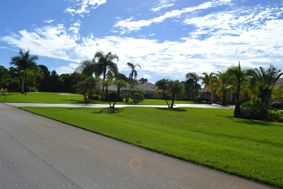 Additional photo for property listing at 8047 Spendthrift Lane 8047 Spendthrift Lane Port St. Lucie, Florida 34986 United States