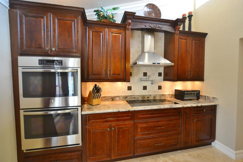 kitch oven and cooktop