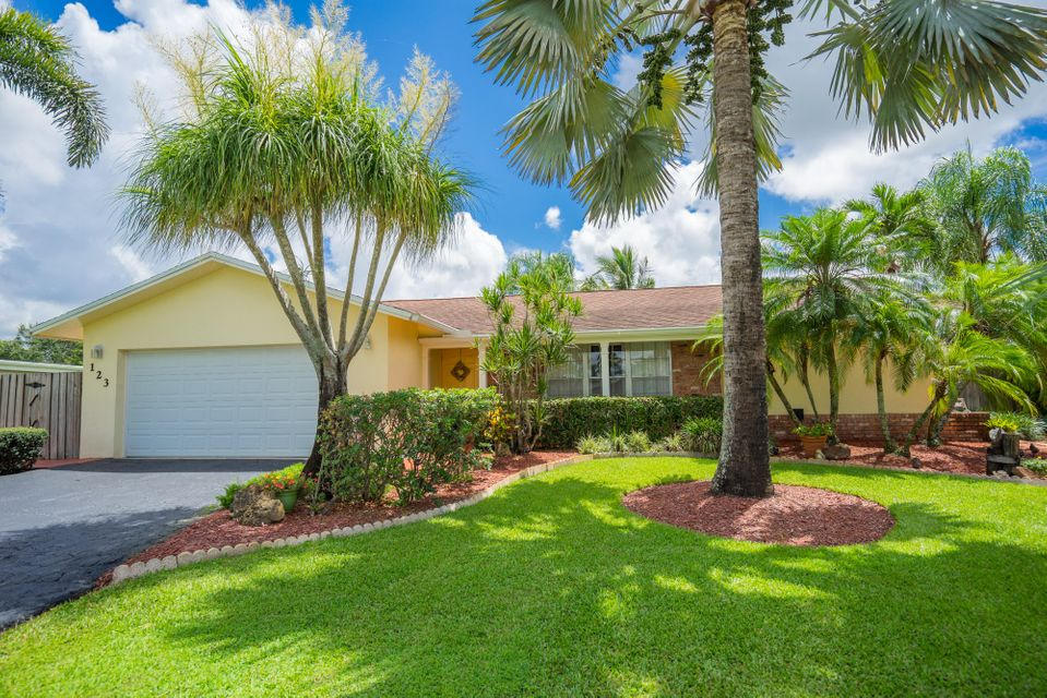 123 Cleveland Road , Lake Worth FL 33467 is listed for sale as MLS Listing RX-10258896 25 photos