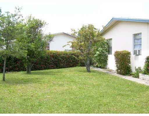 Additional photo for property listing at 905 Laurel Drive 905 Laurel Drive Lake Park, Florida 33403 United States