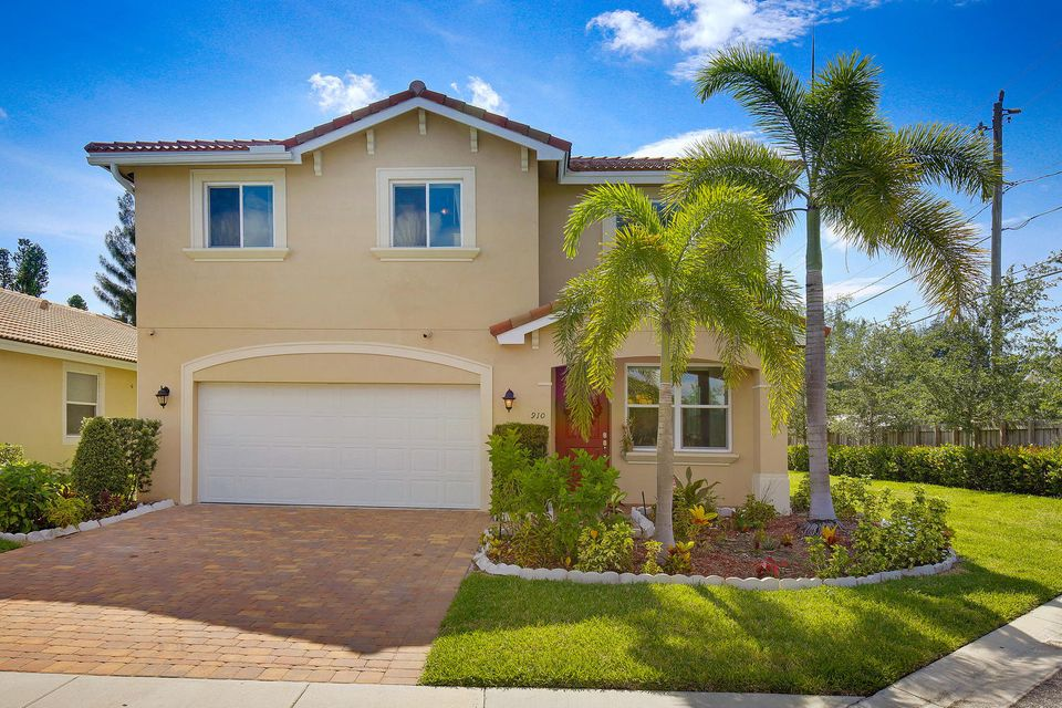 910 Siesta Drive , West Palm Beach FL 33415 is listed for sale as MLS Listing RX-10259097 19 photos