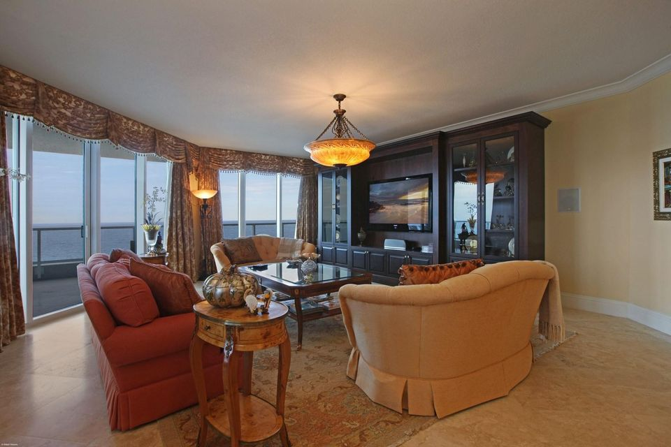 Additional photo for property listing at 5050 N Ocean Drive 5050 N Ocean Drive Singer Island, Florida 33404 United States