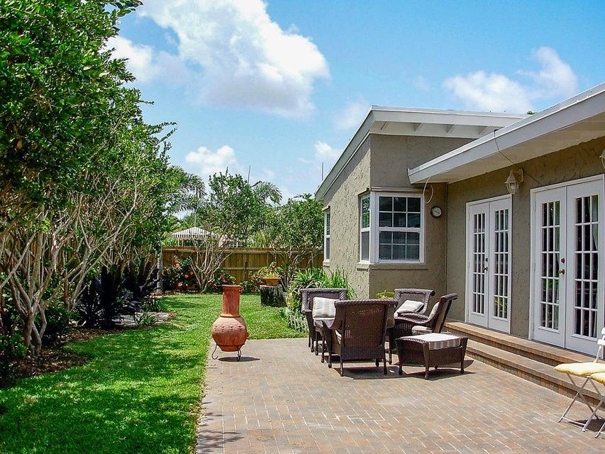 11 side yard patio