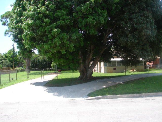 Additional photo for property listing at 968 Allendale Road 968 Allendale Road West Palm Beach, Florida 33405 United States
