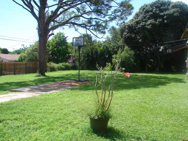 Additional photo for property listing at 968 Allendale Road 968 Allendale Road West Palm Beach, Florida 33405 Estados Unidos