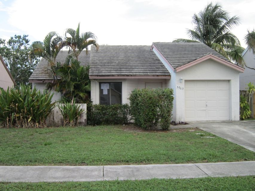 Nice home in a non gated community with low HOA payment. 3 bedroom 2 bath with 1 car attached garage overlooking the lake. Screened in porch opens up into fenced in yard. Close to major roadways, public transportation, support facilities and recreational venues. FHA financing insurance as well as 203K FHA financing is available (subject to FHA appraisal).