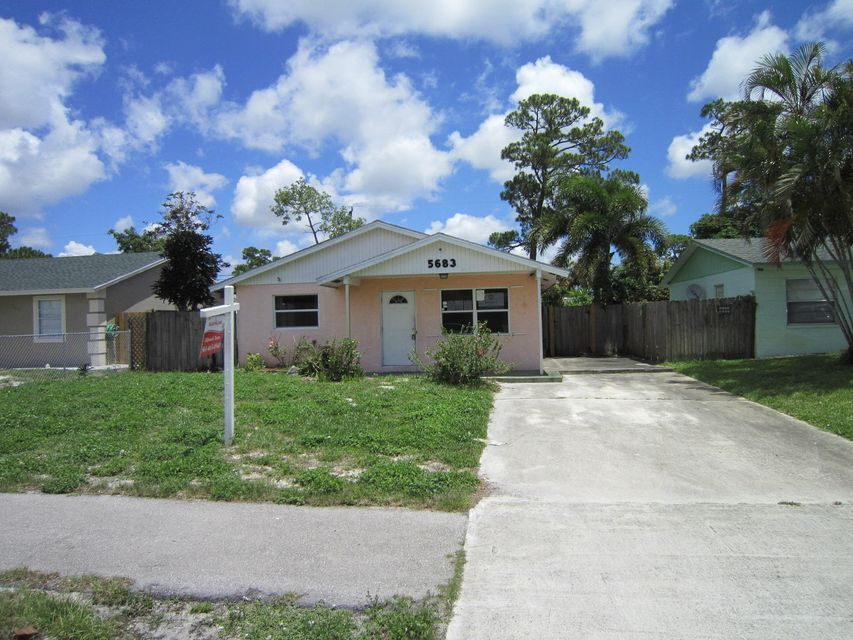 Great 3 bedroom 2 bathroom property located close to all amenities, major roadways and support facilities. Fenced in yard. Plenty of parking space. No HOA.