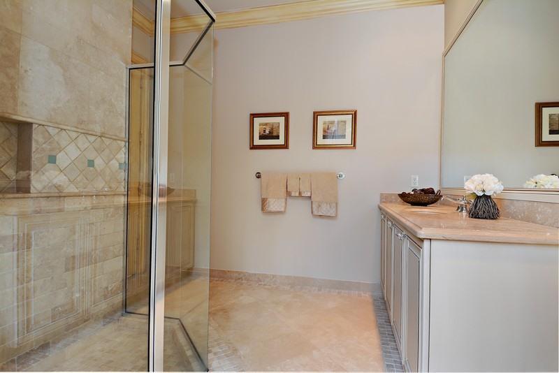 16_9327GrandEstatesWay_8_Bathroom_FlexML