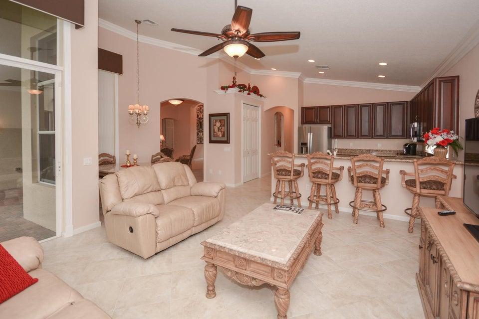 Family room/kitchen/Breakfast area