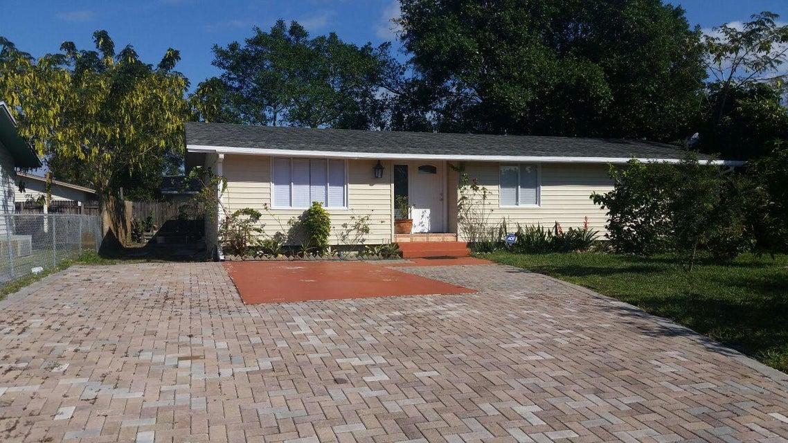 Home for sale in SEMINOLE MANOR 2 Lantana Florida
