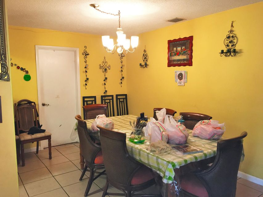 Additional photo for property listing at 9334 Roan Lane  West Palm Beach, Florida 33403 United States