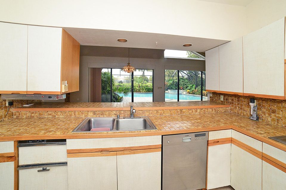 kitchen 2 pool