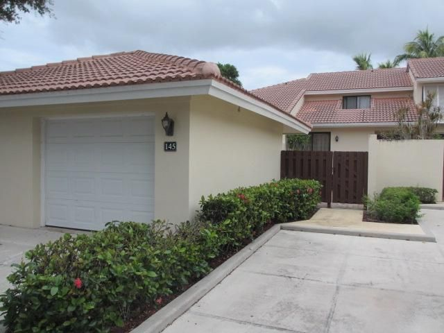 Townhouse for Sale at 145 Old Meadow Way 145 Old Meadow Way Palm Beach Gardens, Florida 33418 United States