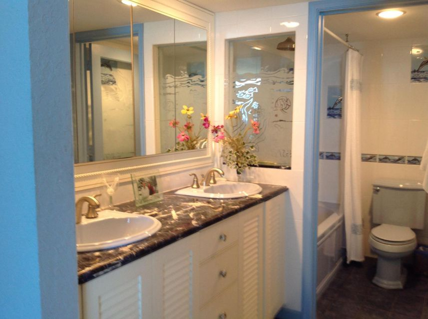 Additional photo for property listing at 3009 S Ocean 3009 S Ocean Highland Beach, Florida 33487 États-Unis