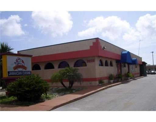 Comercial / Industrial por un Venta en 3222 S Us Hwy 1 Fort Pierce, Florida 34982 Estados Unidos