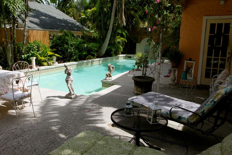 Additional photo for property listing at 704 Claremore Drive  West Palm Beach, Florida 33401 United States