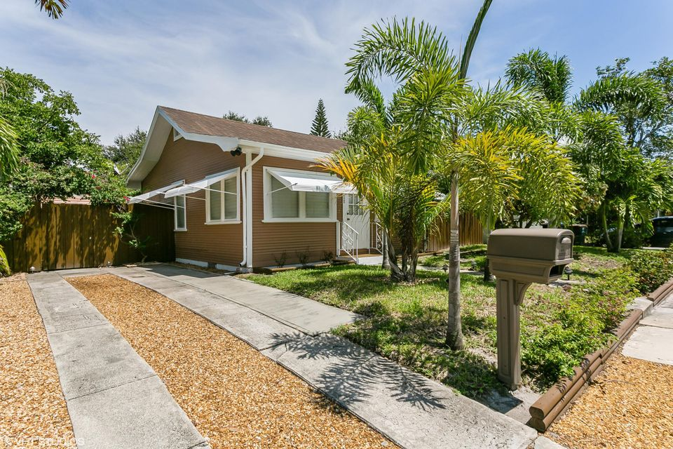 808 N Palmway, Lake Worth, FL 33460