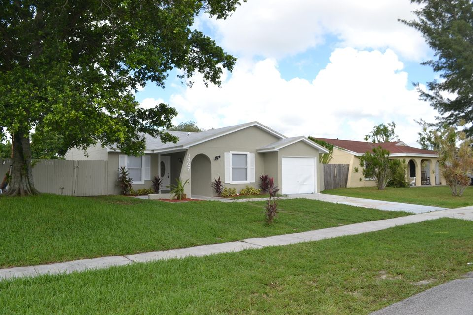 1307 Elmbank Way Royal Palm Beach, FL 33411