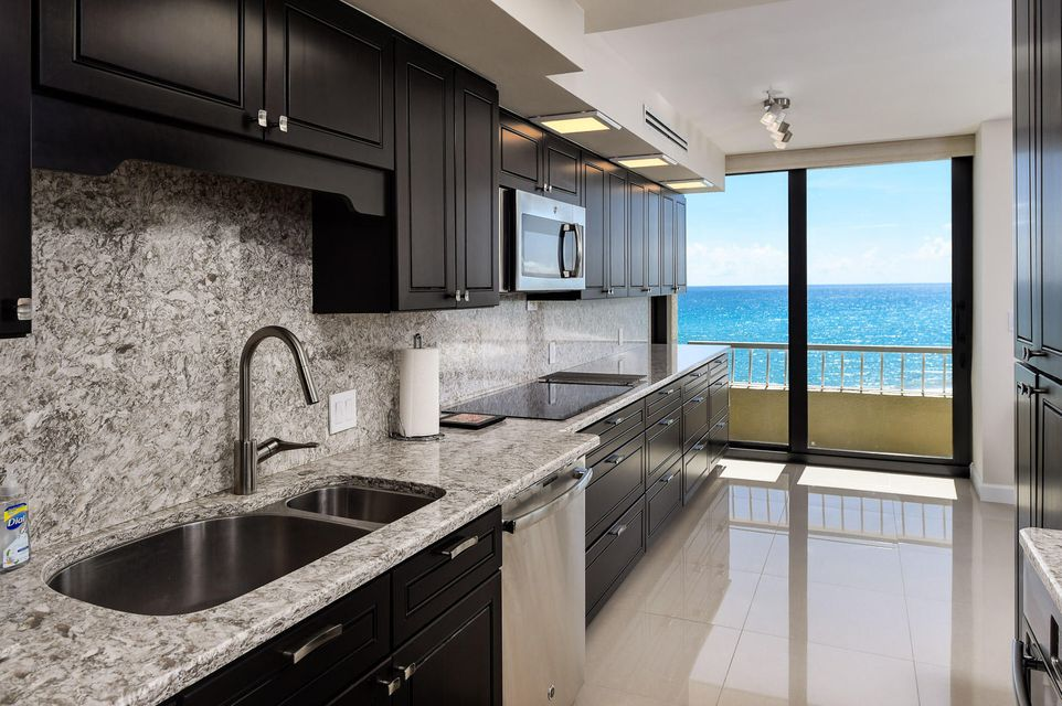 Additional photo for property listing at 5540 N Ocean Drive 5540 N Ocean Drive Singer Island, Florida 33404 États-Unis