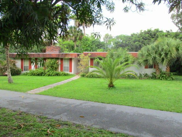 140 Possum Passage  West Palm Beach, FL 33413
