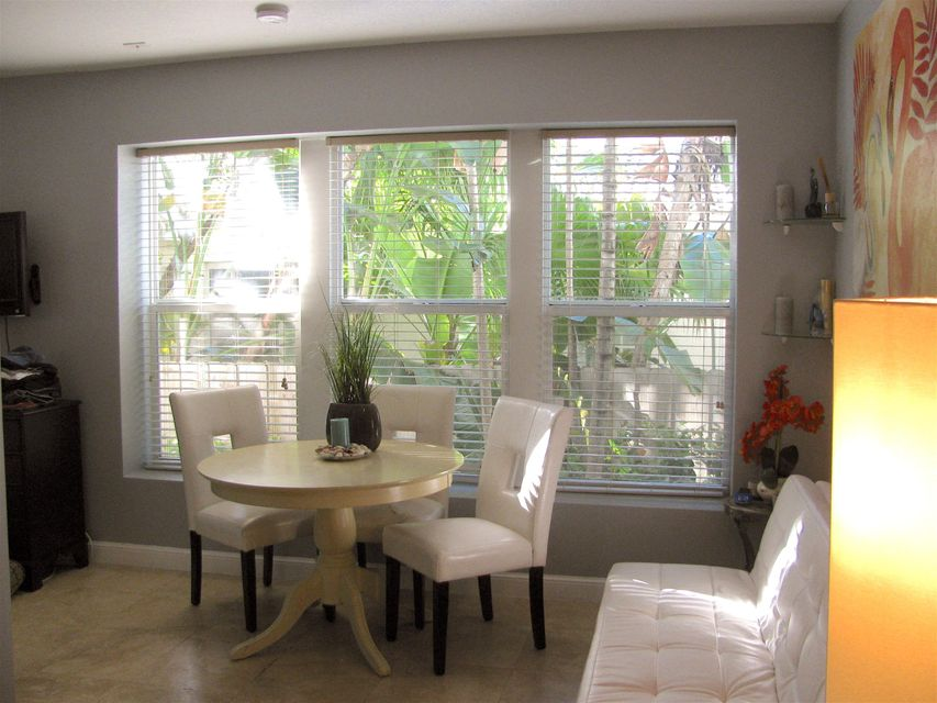 Additional photo for property listing at 334 Euclid Avenue  Miami Beach, Florida 33139 Estados Unidos